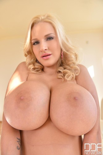 Dolly Fox – Voluptuous Mega Busty Blonde Enjoys Vibrator 1080p