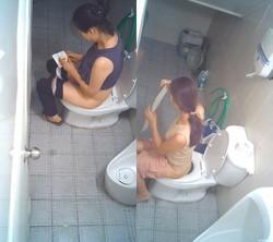 經典盜攝視訊 Vol.14 某商超女僱員衛生間如廁